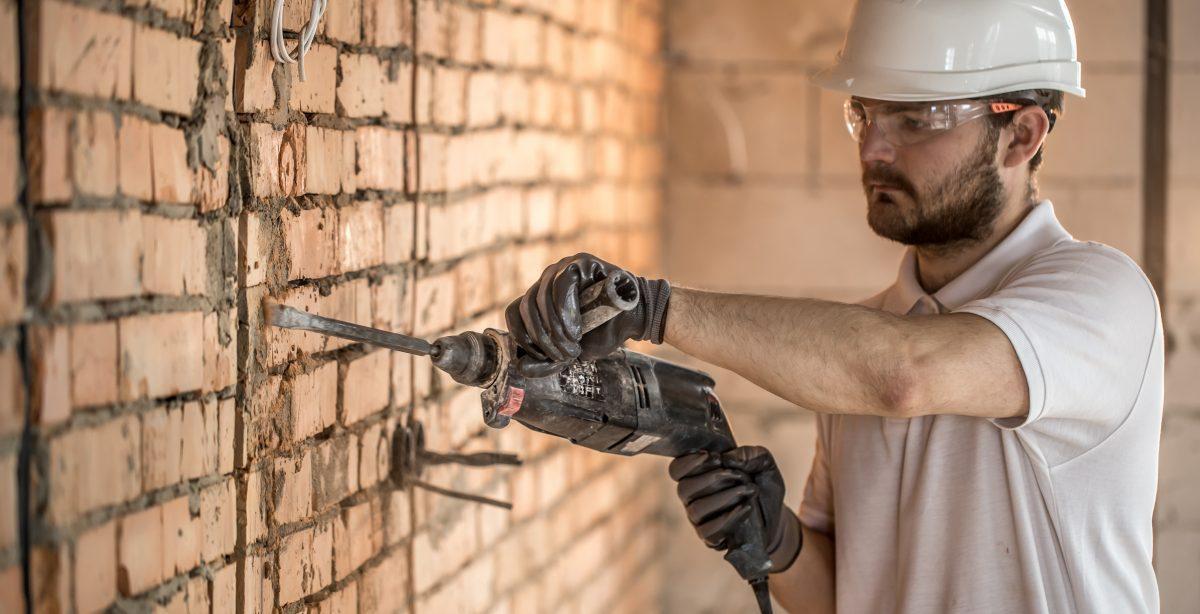 Como calcular o volume de entulho gerado na demolição de uma parede de alvenaria
